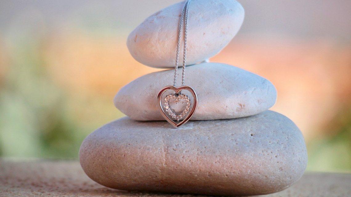 Pourquoi est-ce qu'on aime tant les bijoux ?