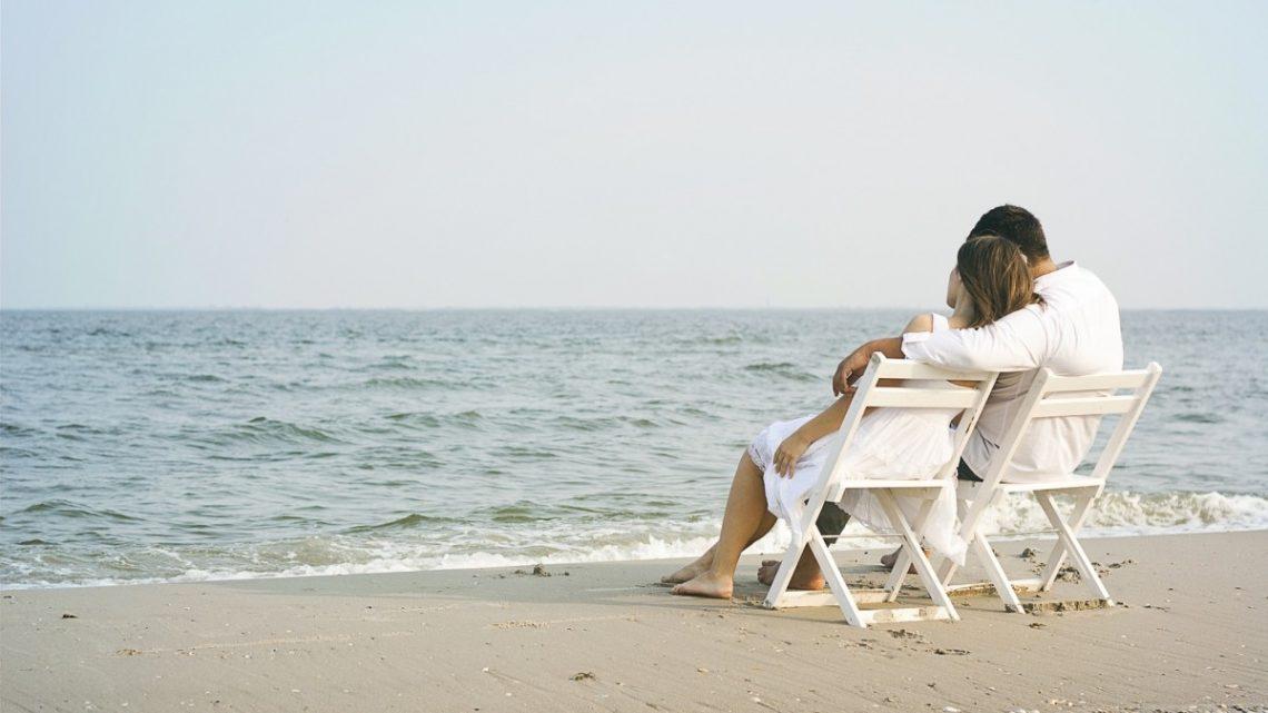 Vacances au soleil et à la mer: les habits et accessoires essentiels à emporter