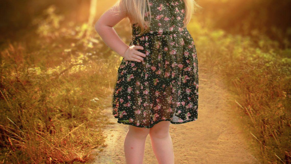 Mode enfant : la tendance des robes fleuris brodés