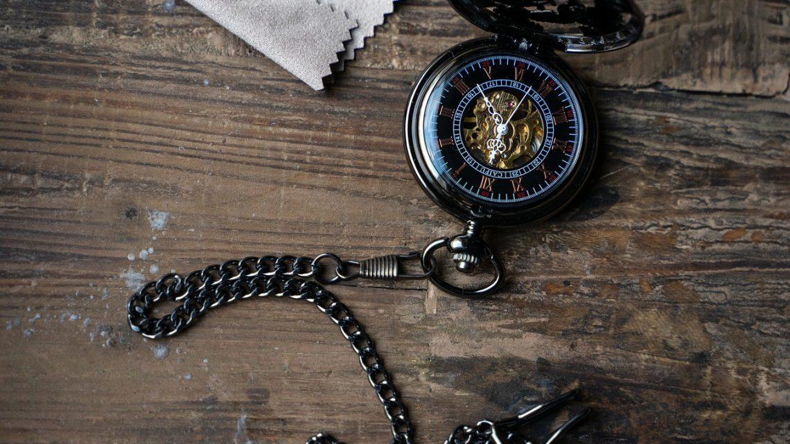 Quelle est la différence entre la montre à gousset et la montre de poche?
