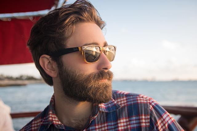 Quelle est la différence entre une huile à barbe et un baume à barbe?