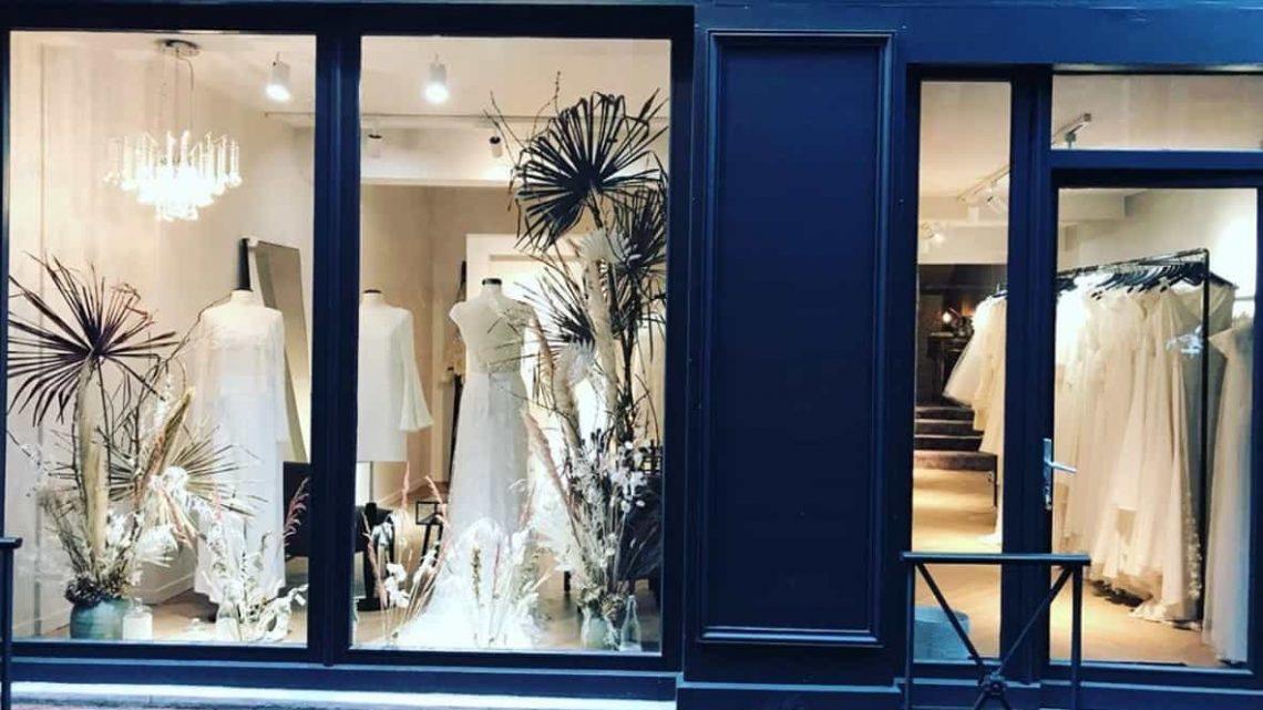 La tendance des ventes des robes dans les murs commerciaux
