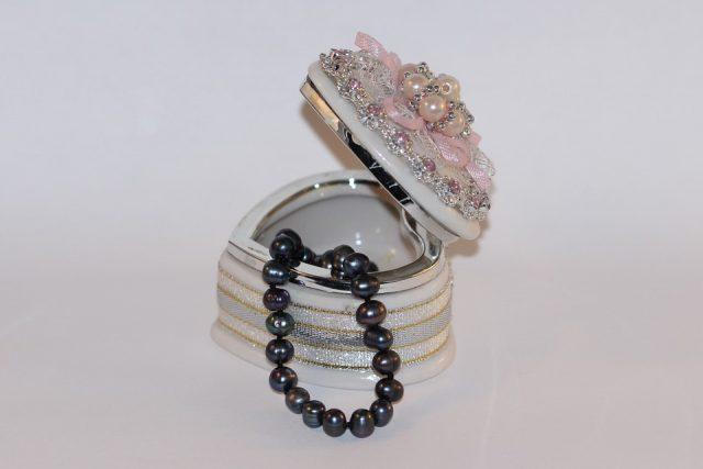 Invité à un mariage : quels bijoux porter pour parfaire sa tenue ?